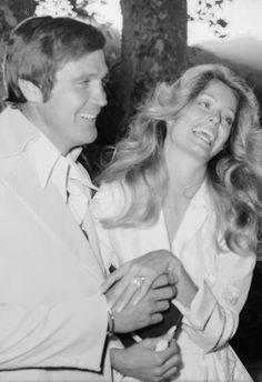 Just-married American actors Lee Majors and Farrah Fawcett laugh as. Celebrity Wedding Photos, Celebrity Couples, Celebrity Weddings, Celebrity Style, Farrah Fawcett, Corpus Christi, Santa Monica, American Actors, American Girl