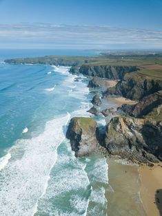 From the best restaurants in Padstow, to chic hotels, and stunning sandy beaches, plan your trip with my Cornwall travel guide. Cornwall Beaches, Cornwall Coast, Devon And Cornwall, Cornwall England, Newquay Cornwall, Khao Lak Beach, Lamai Beach, Life Hacks, Beach Aesthetic