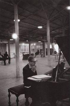 Gil Evans in the studio