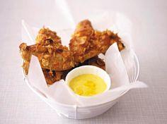 Unser beliebtes Rezept für Crispy Chicken Wings mit Curry-Mango-Mayonnaise und mehr als 55.000 weitere kostenlose Rezepte auf LECKER.de.