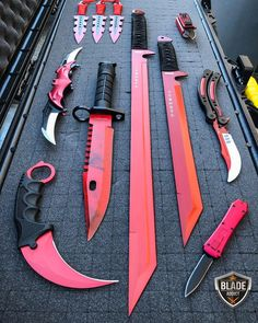 Insane Tactical Red Sword Knife Set – Willkommen bei Pin World Anime Weapons, Weapons Guns, Fantasy Weapons, Zombie Weapons, Armas Ninja, Pretty Knives, Cool Knives, Swords And Daggers, Knives And Swords
