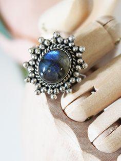 Luxe Hera Labradorite Ring 02
