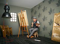 """Lars Contzen verrast steeds weer met een ongewoon modern en stijlvol woongevoel. Dat is ook weer het geval bij zijn nieuwe collectie """"Martrics"""", die opvalt door de grafische flockprints in pop-art-look. Ook deze keer is de kunstenaar en interieurontwerper trouw gebleven aan zijn motto """"Art straight from the heart"""" en ontwierp een groot aantal grootse decoraties met een uniek ruimtelijk effect – die vaak pas bij een tweede keer goed kijken herkenbaar zijn."""