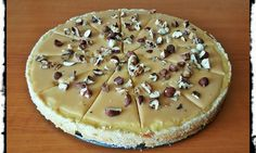 Karamelový cheesecake s pečenými orechmi