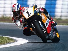 Mick Doohan riding the nuts of the His normal comment to Honda engineers was leave the f*****g bike alone and just let me ride it, which he did. Motorcycle Racers, Racing Motorcycles, Valentino Rossi, Grand Prix, Course Moto, Gp Moto, Side Car, Bike Rider, Super Bikes