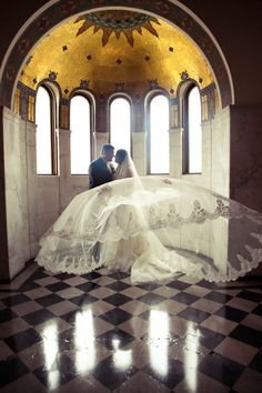Magnificent Cathedral Veil. Love this shot!