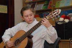 Корабельська Мар'яна (гітара варіації на тему: «Ішла дівчина лужком»), педагог  Мартинюк Алла Миколаївна