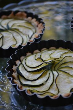 Little savory tarts with zucchini and goat cheese Savory Tart, Goat Cheese, Zucchini, Goats, Pie, Vegetables, Desserts, Facebook, Food
