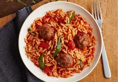 Looking for an authentic Italian recipe? Try Barilla's step-by-step recipe for Barilla® Skillet Meatballs and Orzo for a delicious meal! Barilla Recipes, Pasta Recipes, Jambalaya, Orzo, Greek Recipes, Italian Recipes, Slow Cooker, Crockpot, Kitchens