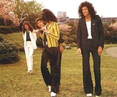 Photo of Queen 1975 Japan for fans of Queen 31532023 Queen Brian May, I Am A Queen, Save The Queen, Queen Photos, Queen Pictures, Freddie Mercury, Greatest Rock Bands, We Will Rock You, Queen Band