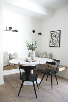 30 Beautiful And Masculine Dining Room Design Ideas - Home Inspiration - Esszimmer Dining Nook, Dining Room Design, Dining Tables, Side Tables, Ikea Dining, Dining Room Art, Round Tables, Kitchen Tables, Patio Dining
