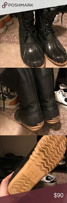 Black size 8 women's boots Bought these at Macy's during Christmas - only wore them on a weekend to Mt Rainier , super cute and comfy! Still fluffy inside l! Smoke free Pet free NO trades. Like new so reasonable offers first Shoes Winter & Rain Boots