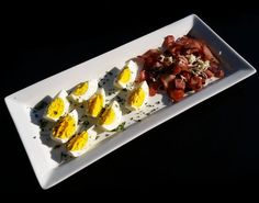 2 boiled eggs with bacon fried in olive oil Banting Breakfast, Low Carb Breakfast, Breakfast Recipes, Tim Noakes Diet, Bacon Fries, Bacon Egg, Boiled Eggs, Sushi, Ethnic Recipes