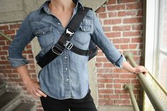 Blog Photo » Zoom sur le sac photo The Everyday Messenger de Peak Design Accessoires Photo, Messenger Bag, Charcoal, Photos, Denim, Blog, Jackets, Image Link, Amazon