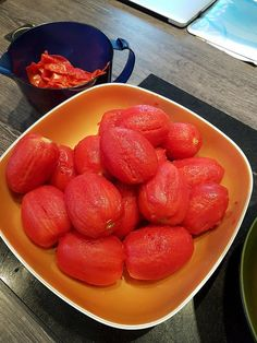 Conserves de sauce tomate maison | Audrey Cuisine Food And Drink, Strawberry, Recipes, Fruits And Veggies, Tomatoes, Cooking Recipes, Preserves, Canning Jars, The Splits