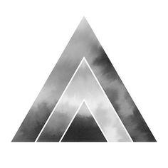 #minimalism #scandinaviandesign #polygon #poster #triangle #hill #watercolor #handdrawn #sky #clouds #monochrome #print #акварель #постер #минимализм #монохром #печать #картина #модерн #софтминимализм # интерьер #рисую #скандинавскийстиль