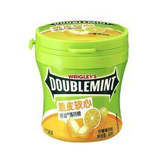 Новые хрустящие жевательные мятные конфеты Doublemint от Wrigley's - это сочетание великолепного вкуса и свежести. Это жевательные конфеты в виде драже со вкусом лимона и мяты. Ощутите великолепный вкус и свежесть! Упакованы в пластиковую баночку, вес конфет 80 гр. Coffee Cans, Lemon, Mint, Canning, Drinks, Food, Drinking, Home Canning, Drink