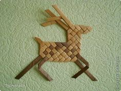 Very simple and useful for children's fingers hack! You can weave it out of paper tubes or strips of paper. These deer still weave made of birch bark. I first saw them at the master Amy J. (Las Vegas, NV, USA)