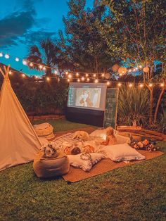 Backyard Movie Night at Home for Summer - Life By Leanna Backyard Movie Party, Outdoor Movie Party, Backyard Movie Nights, Outdoor Movie Nights, Backyard Movie Screen, Backyard Movie Theaters, Fun Backyard, Backyard Birthday, Outside Projector