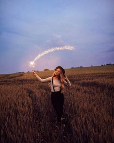 Digital Photography Tips Tumblr Photography, Girl Photography Poses, Photography Business, Creative Photography, Digital Photography, Amazing Photography, Product Photography, Photography Quotation, Photography Reflector