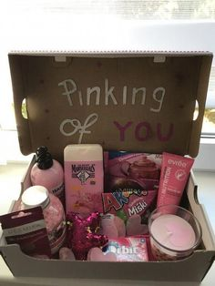 Trending Christmas Gifts For Teens Gift For Friend Girl, Birthday Gifts For Best Friend, Diy Gifts For Friends, Bff Gifts, Best Friend Gifts, Cute Gifts, Roommate Gifts, Teen Gifts, Pink Gifts