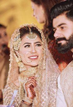 muslim wedding dresses with veil Pakistani Bridal Jewelry, Bridal Mehndi Dresses, Nikkah Dress, Pakistani Wedding Outfits, Indian Bridal Outfits, Pakistani Wedding Dresses, Shadi Dresses, Bridal Jewellery, Saris