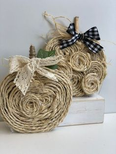Easiest Rope Pumpkin ever -DIY Budget friendly way to decorate for the fall. Perfect project to make with your child! Burlap Pumpkins, Fall Pumpkins, Wooden Pumpkins, Pink Pumpkins, Burlap Wreaths, Diy Wreath, Diy Pumpkin, Pumpkin Crafts, Pumpkin Books
