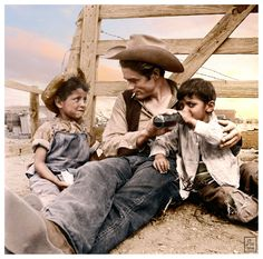 James Dean with two local children on location in Marfa, TX for George Steven's film, Giant, summer of Hollywood Actor, Old Hollywood, Hollywood Style, James Dean Marilyn Monroe, James Dean Pictures, He Makes Me Happy, Jimmy Dean, Clint Eastwood, American Idol