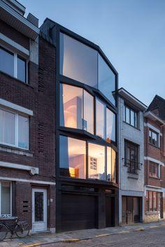 Дом с многоугольным стеклянным фасадом в Бельгии — HQROOM