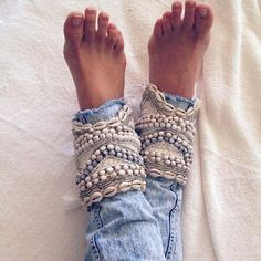 How to upgrade your old jeans: DIY jeans cuffs - hairstyle 2019 Hippie Style, Mode Hippie, Gypsy Style, Boho Gypsy, Bohemian Style, Bohemian Jewelry, Punk Jewelry, Hippie Boho, Ethnic Jewelry