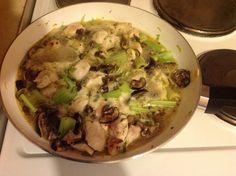 Padellata veloce di pollo con pastinaca, sedano e funghi.