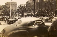 Pershing Square in 1942. (Bizarre Los Angeles)