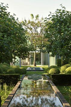 symmetrische garten gestaltung Wasserspiegel-hecken rasen bäume-anpflanzen
