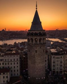 Galata Tower in İstanbul by Halit Bilen. - I wonder. - Galata Tower in İstanbul by Halit Bilen. (via… – I wonder. Turkey Places, Visit Chile, Istanbul Travel, Galaxy Wallpaper, Hd Wallpaper, South America Travel, Hagia Sophia, Tower Bridge, Travel Photography