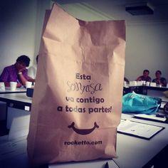 Dondequiera que vayas SONRÍE, eso hará la diferencia! #sonrisarocketto #Rocketto #heladería #cafeteria #tehuacán