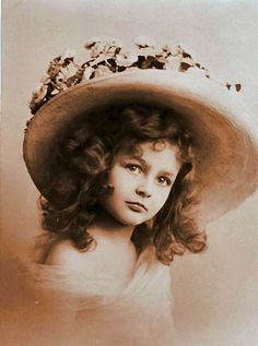 Little girl wearing a big hat:    http://lilac-n-lavender.blogspot.com/2012/03/irish-blessings-free-gift-tags.html