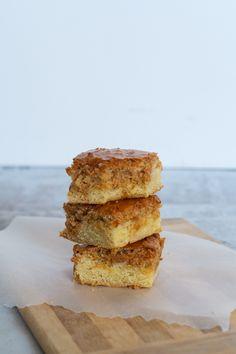 Mormors makronkage - Julie Bruun 20 Min, Food Cakes, Cornbread, Banana Bread, Cake Recipes, Sandwiches, Recipies, Brunch, Food And Drink