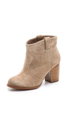 LOVING these Splendid booties for Fall. Perfect neutral color...