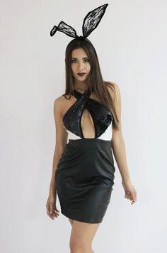 Vestidos negros, dorados y rojos <3 Perfectos para otoño y junto con nuestras lace bunny arma un disfrazas perfecto, rápido y sexy.  Vestido $899 Orejas $249. Busca los modelos que elijas en una de nuestras 3 sucursales en Guadalajara o pedidos por nuestras redes sociales #PinkFlamingoMx