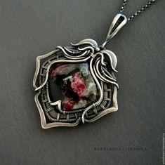 Купить серебрянный кулон с эвдиалитом Трехлистник - серебряный, кулон с эвдиалитом, украшения с эвдиалитом, эвдиалит кабошон