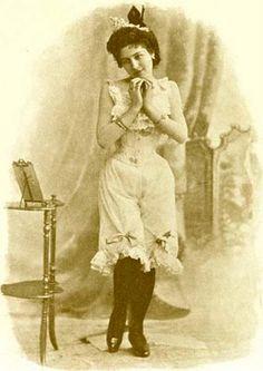 21 Victorian and Edwardian Corset Pinups Edwardian Era, Edwardian Fashion, Victorian Era, Victorian Corset, Vintage Underwear, Vintage Lingerie, Western Film, Vintage Photographs, Vintage Photos