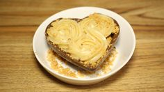 Coração de chocolate recheado com brigadeiro de paçoca - doce perfeito para presentear!