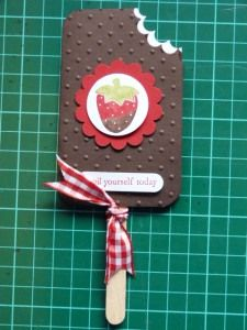 Choc Strawberry Icy Pole anyone???  Aren't they just too cute.    They are so quick to make and would make great party invites or toppers for party food.