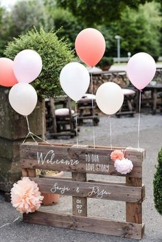 Budget wedding reception ideas for the couple trying to save money .- Budget wedding reception Ideas for the couple trying to save money up Wedding Reception On A Budget, Wedding Blog, Dream Wedding, Wedding Day, Pallet Wedding, Diy Wedding Deco, Simple Wedding On A Budget, Tacky Wedding, Trendy Wedding