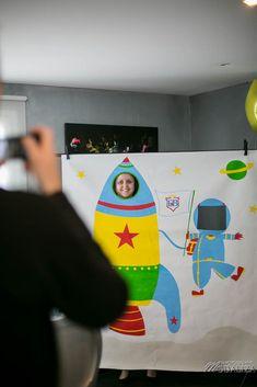 Photobooth DIY Bapteme bebe dans l'Espace fusée astronaute instax dessin esprit BD fun animation anniversaire fête de famille bordeaux - Modaliza photo blog