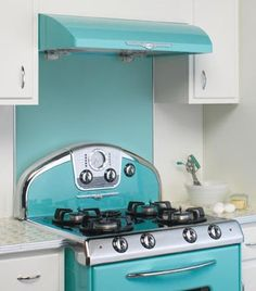 Retro styled stove with splashback and hood. This would TOTALLY go in my dream kitchen. From elmirastoveworks.com