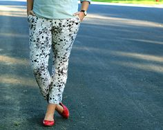 floral pants in a neutral color keep it from being too FLORAL PANTS Y'ALL