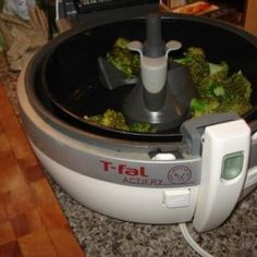 Another Actifry healthy recipe. If you've never had roasted broccoli, your in for a super food treat and it's kid friendly! Air Fry Recipes, Gourmet Recipes, Cooking Recipes, Healthy Recipes, Healthy Meals, Tefal Actifry, Recipe T, Recipe For 4, Roti Recipe