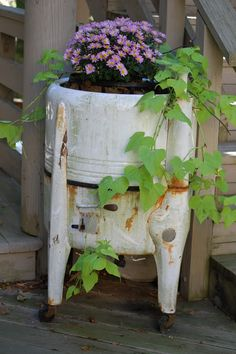 Old Washing Machine flower container flowers Garden Junk, Garden Planters, Recycled Planters, Porch Planter, Vintage Planters, Outdoor Planters, Rustic Gardens, Outdoor Gardens, Old Washing Machine
