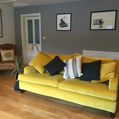 This bright velvet, Omega Canary from Linwood, transforms Multiyork's Long Island sofa into a a statement piece. Thank you to town_to_country_with_love on Instagram for sharing this photo of your beautiful sofa with us!